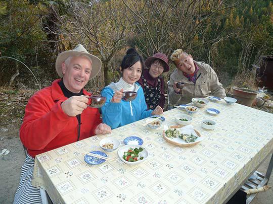 収穫した山菜で豪華メニュー!感激! 山にも森にも川にも感謝していただきま~す!