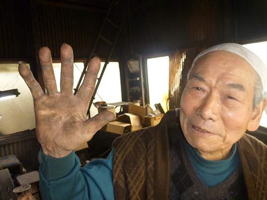 長年包丁を作っている後藤益美さんの手!作り方は今も昔も変わらない