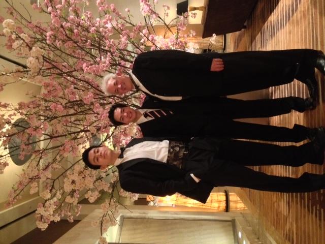 4月吉日、お友達の結婚式に息子と出席。桜ふぶきのきれいな一日でした