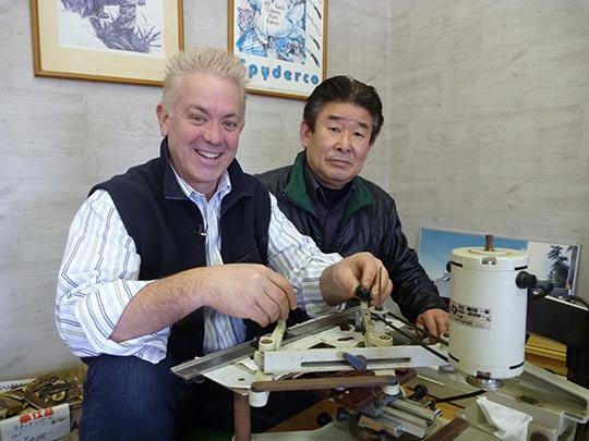 さて、ここは関市のナイフメーカー。 坂井さんに教えておもらってマイナイフを作った!